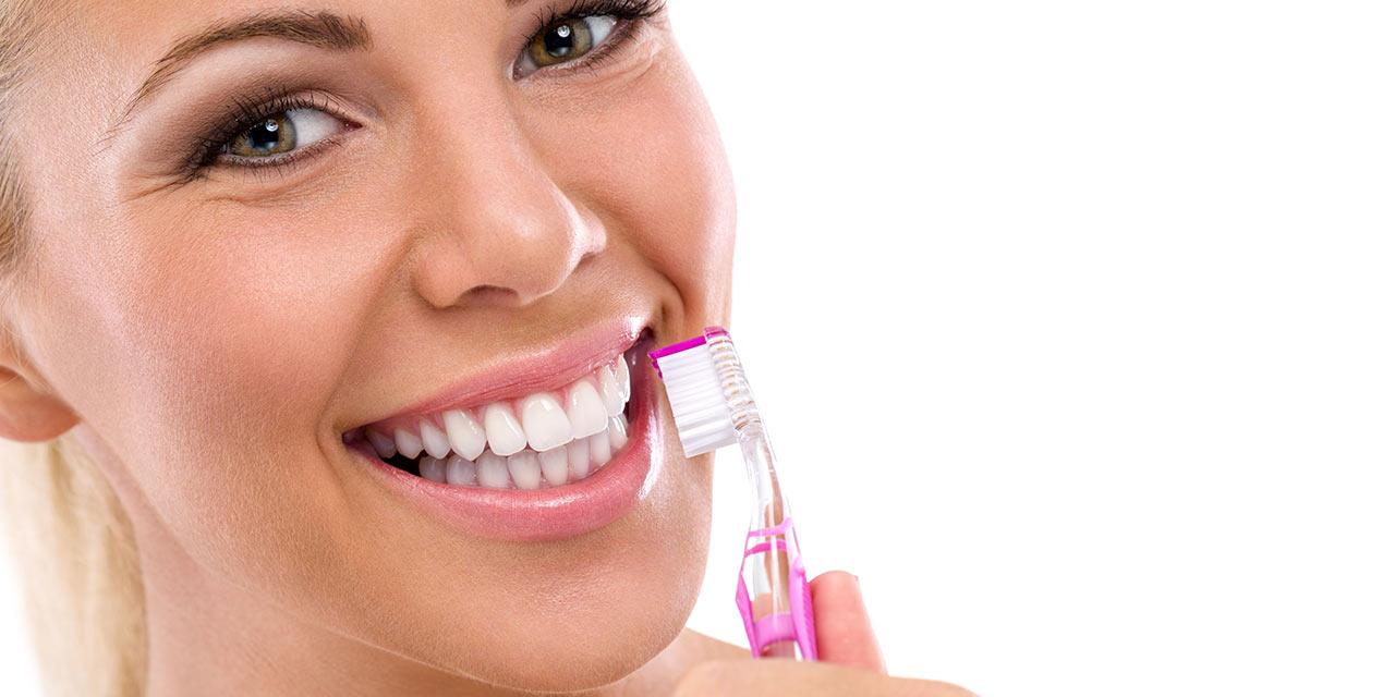 Правила ухода за зубными имплантами
